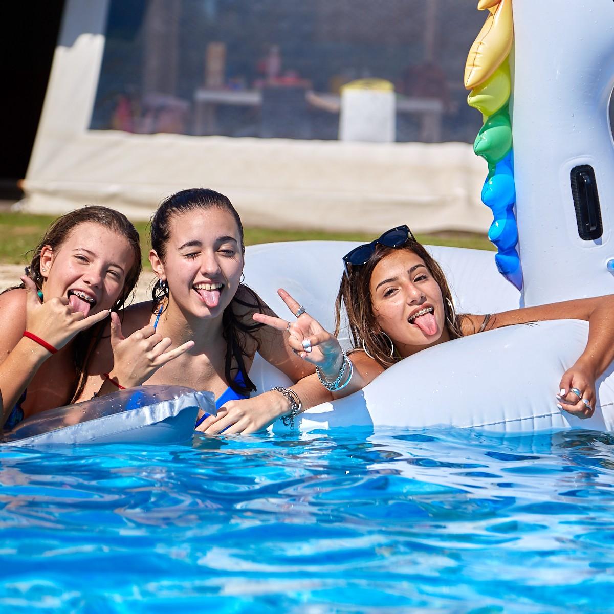 book-fotografico-para-15-años-pileta-chicas-sesion-divertida-fotografias-fotos-photograpy-luiggi-benedetto-cordoba-argentina-quinceañeras-  (1)